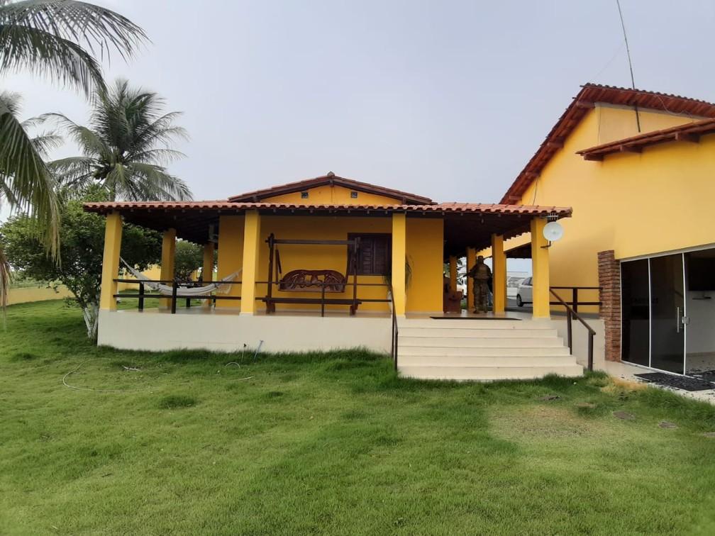 Uma das casas da fazenda de Leandro Guimarães, onde Adriano ficou hospedado na Bahia — Foto: Divulgação