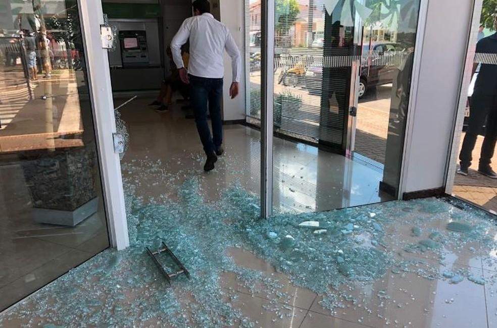 Grupo atacou dois bancos na tarde de quinta-feira (28) — Foto: Josias Marques/Portal In Foco RS