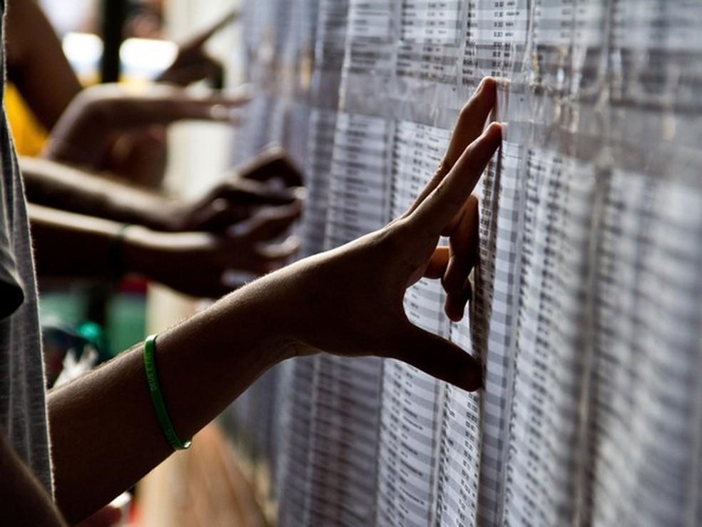 Alunos conferem resultado de vestibular da UnB, em imagem de arquivo (Foto: (Foto: Divulgação/UnB Agência))