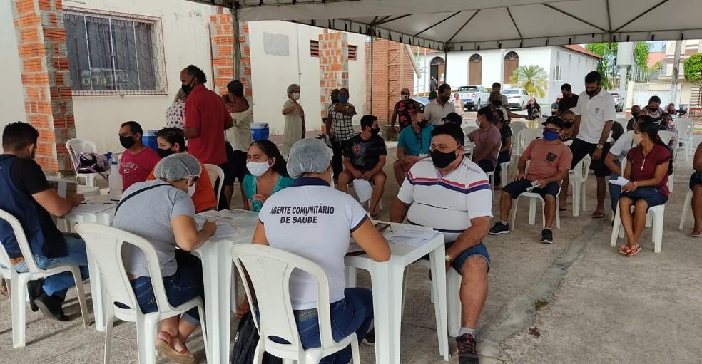 Pessoas com 57 anos começam a se vacinar contra a Covid-19 em Cruzeiro do Sul — Foto: Gledisson Albano/Rede Amazônica