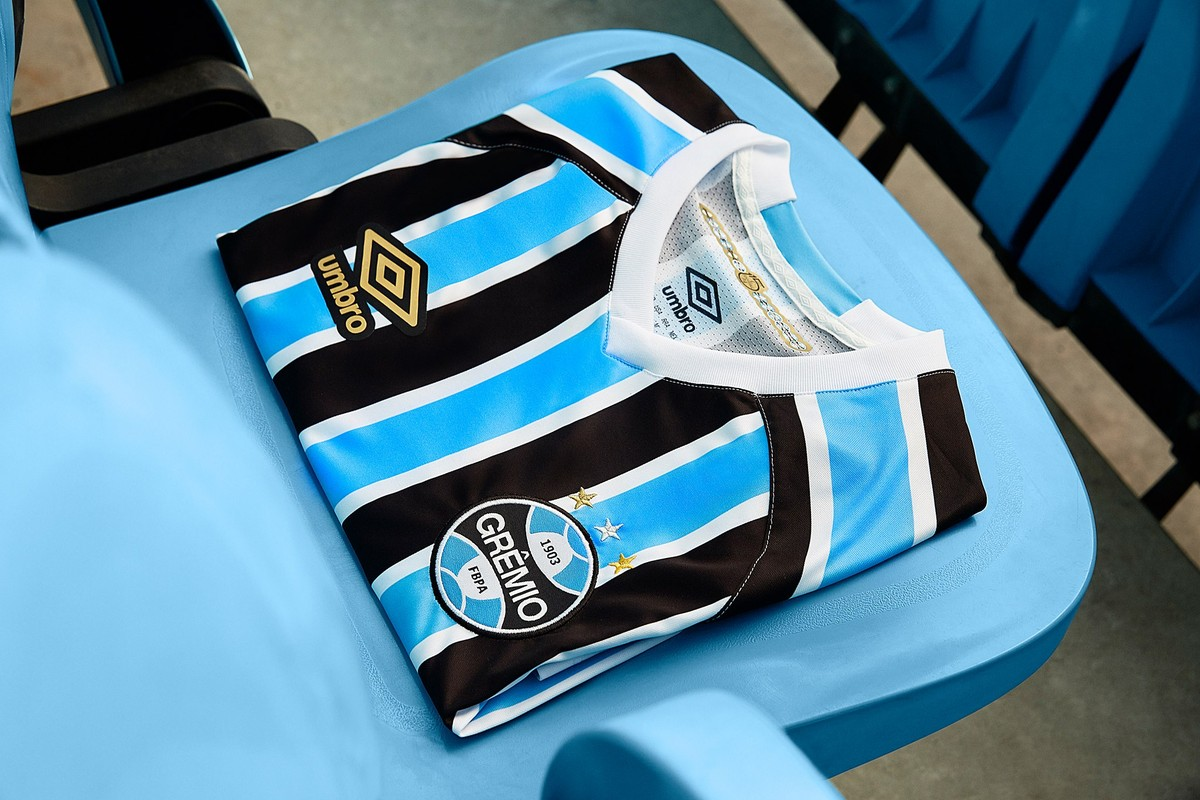 c1db43015a29a Grêmio apresenta novo uniforme antes de estreia na Libertadores  veja fotos