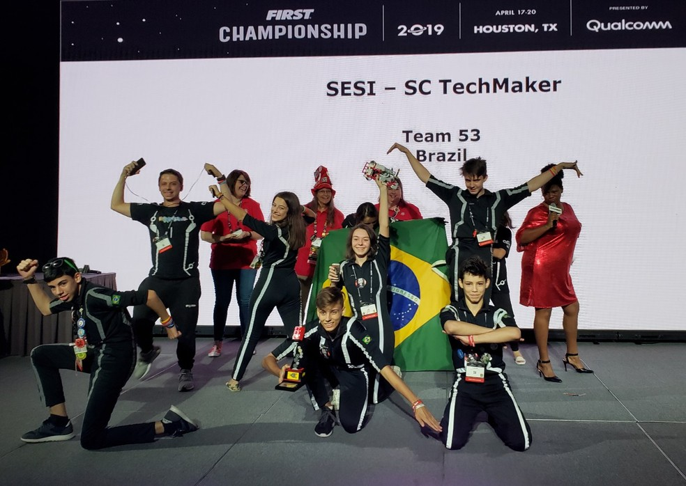 Equipe TechMaker, de Blumenau (SC), 1º lugar no Prêmio Profissionalismo e Graça — Foto: Aerton Guimarães/CNI