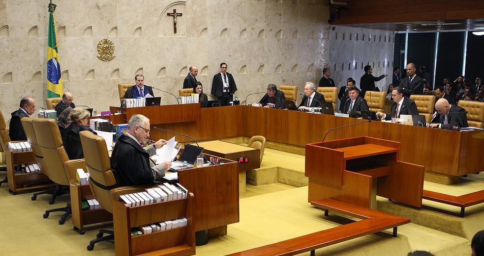 Ministros do STF durante a sessão do último dia 22 que começou a julgar a validade do decreto natalino do presidente Michel Temer — Foto: Nelson Jr. / SCO / STF