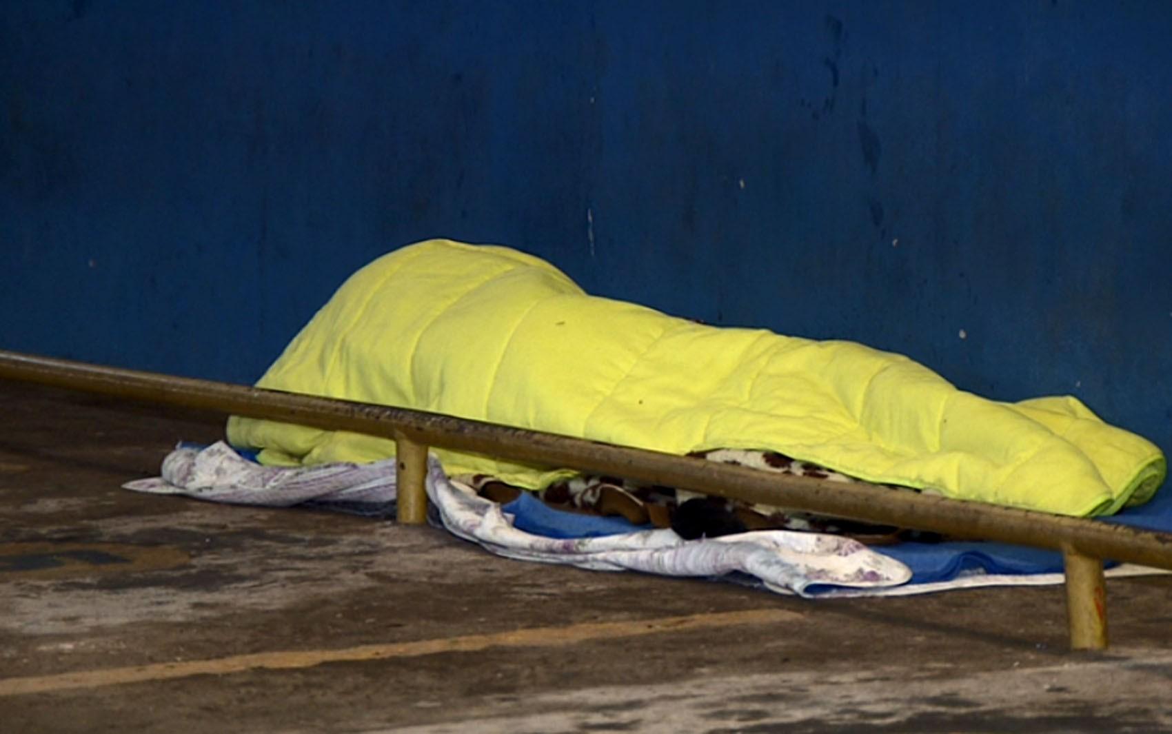 Falta de albergue municipal deixa moradores de rua ao relento nas noites geladas em Americana; veja situação na região - Notícias - Plantão Diário