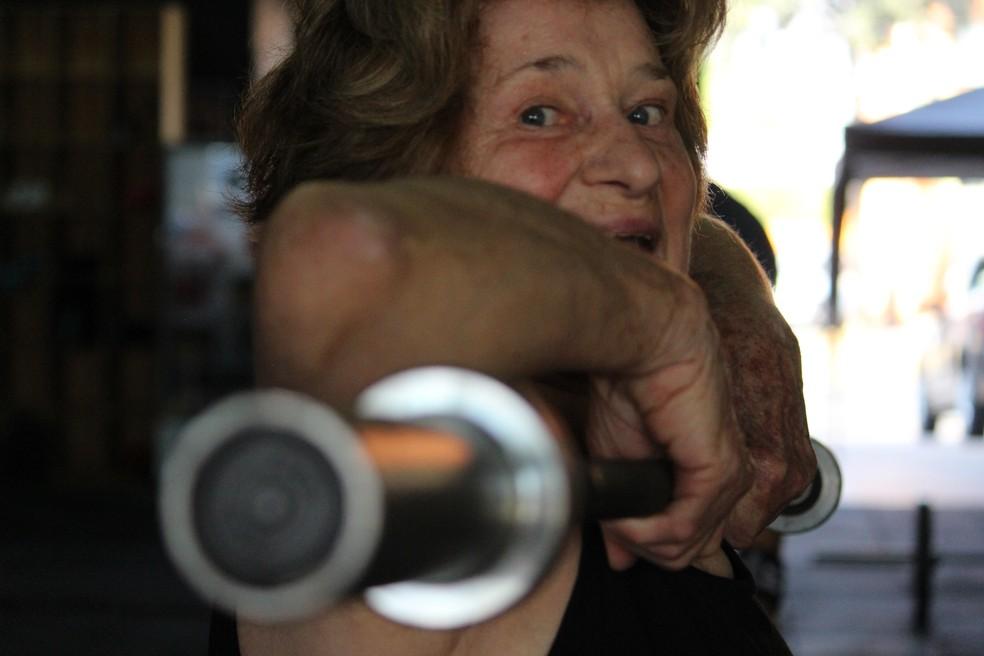 Avó inspira filha e neta a fazerem exercícios em Sorocaba (Foto: Carlos Dias/G1)
