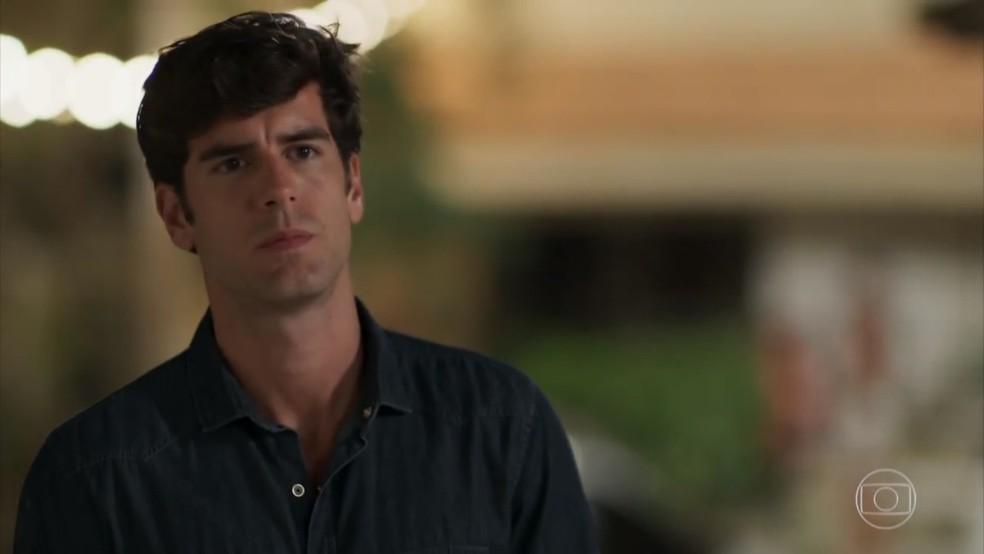 Felipe (Marcos Pitombo) fica decepcionado - 'Haja Coração' — Foto: Globo