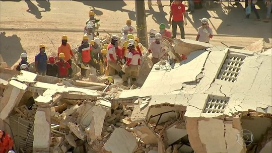 Bombeiros acham corpo de 9ª vítima e encerram resgate em prédio que caiu no Ceará