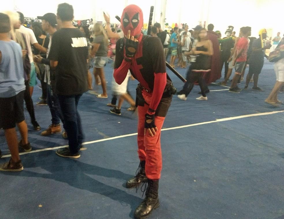 Deadpool foi escolha de personagem para o cosplayer Victor Silva (Foto: Pedro Alves/G1)