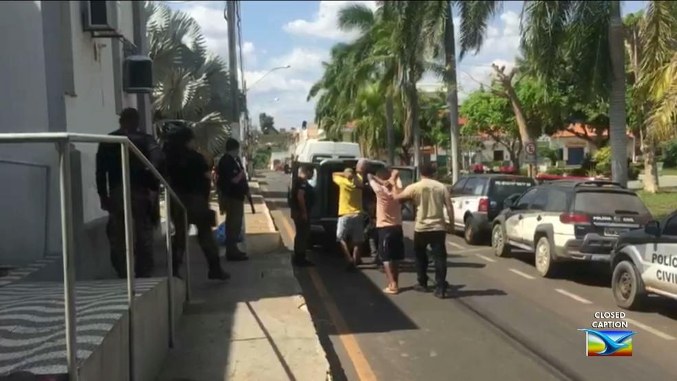 Presos foram transferidos neste sábado (21) para três unidades prisionais do estado. (Foto: Reprodução/TV Mirante)