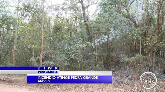 Fogo atinge área equivalente a 70 campos de futebol na Pedra Grande em Atibaia