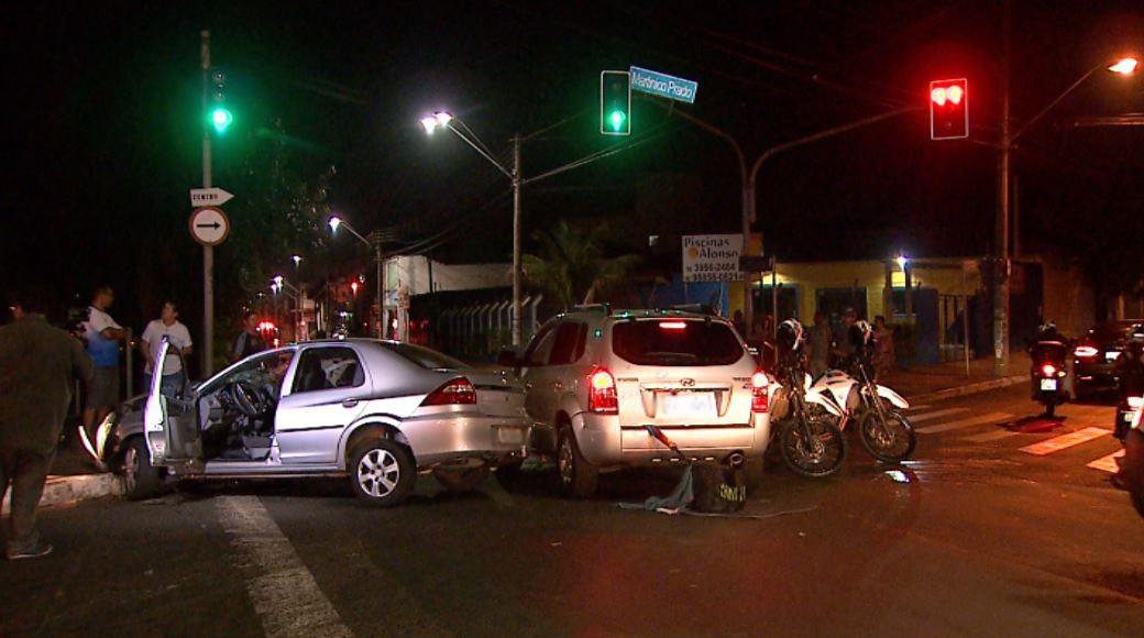 Homem é preso após roubo com vítima ferida por faca, fuga na contramão e colisão em Ribeirão  - Noticias