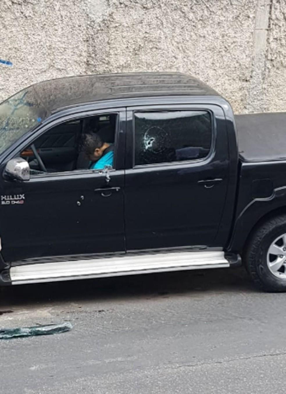 Homem foi assassinado dentro de uma caminhonete — Foto: Redes Sociais