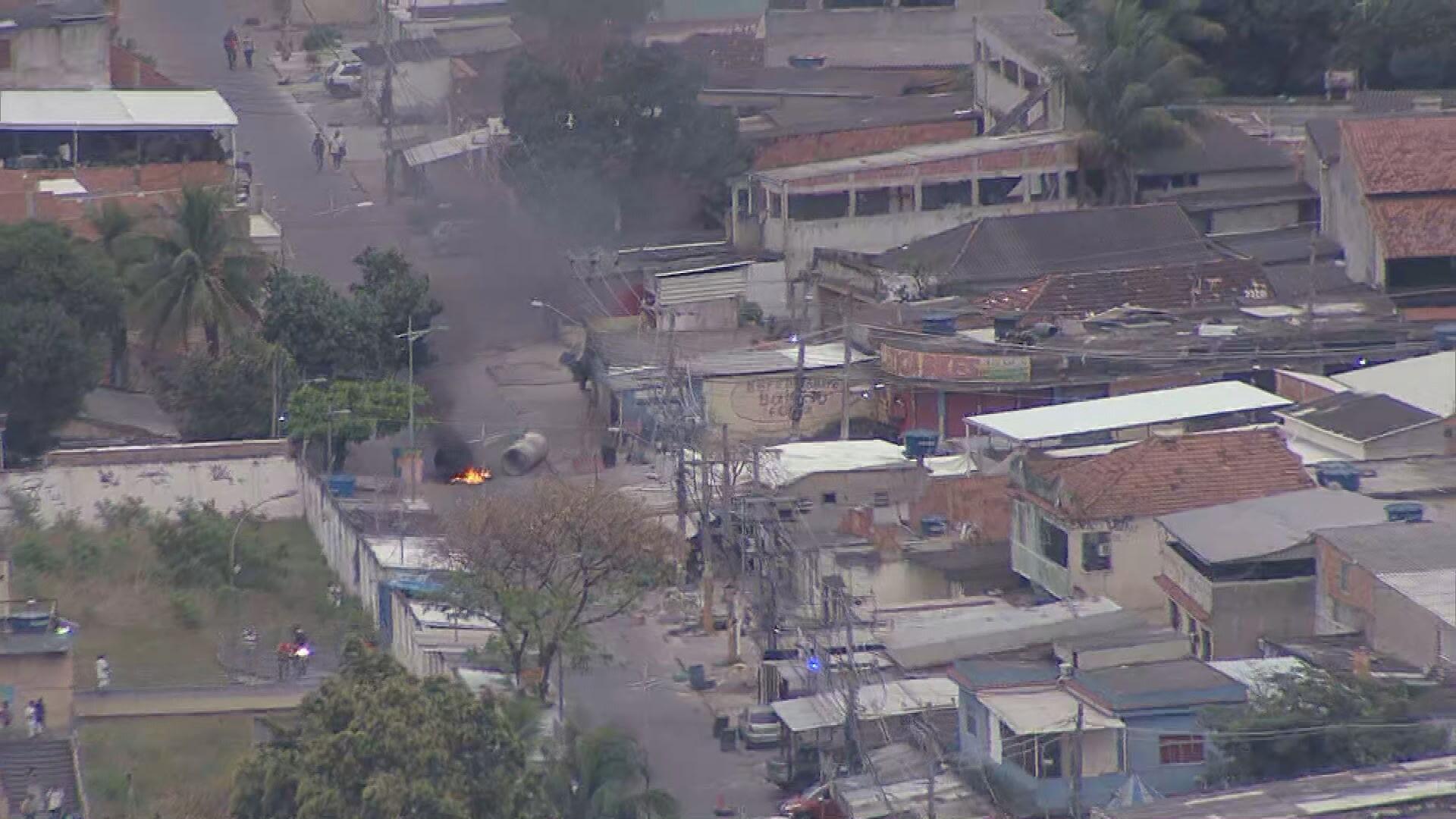 Força-tarefa da PM realiza operação na Vila Kennedy e em Senador Camará, Zona Oeste do Rio