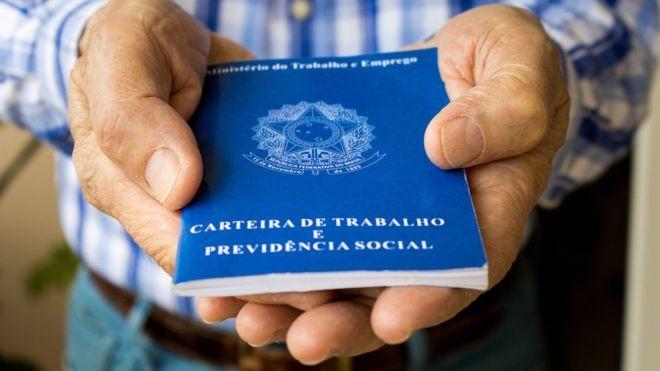 Resultado de imagem para Menos FGTS e multa de rescisão: governo estuda novo contrato de trabalho para jovens e desempregados há mais de 2 anos