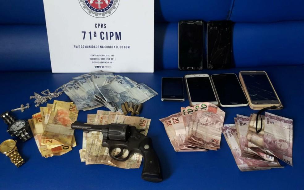 Dupla armada é presa ao tentar assaltar farmácia no sul da BA — Foto: Divulgação/Polícia Militar