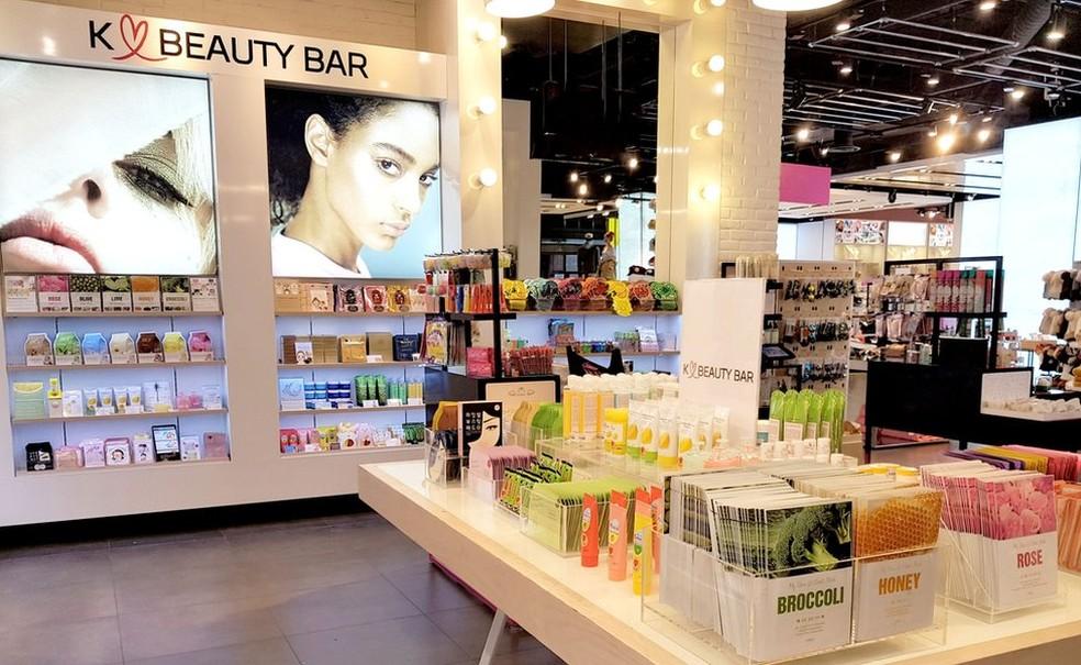 K Beauty Bar, loja virtual que reúne produtos sul-coreanos de diversas marcas e que conta com dois quiosques no Reino Unido — Foto: BBC