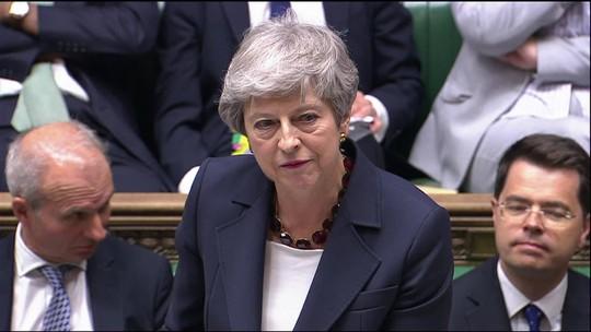 Theresa May participa de última sessão no parlamento como premiê