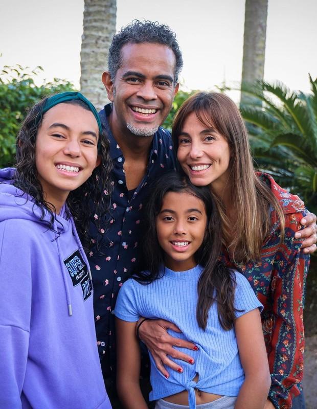Tania Khalill e Jair Oliveira com as filhas (Foto: Reprodução/Instagram)