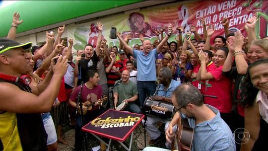 Cafezinho com Escobar em Pilares balança árvore e sacode a galera