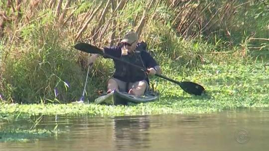 Pescadores esportivos fazem limpeza de lago em Catanduva
