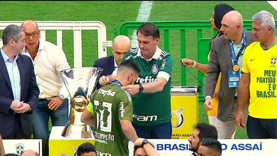 """Prass discorda de premiação com Bolsonaro: """"Eu mesmo não consegui pegar a taça"""""""