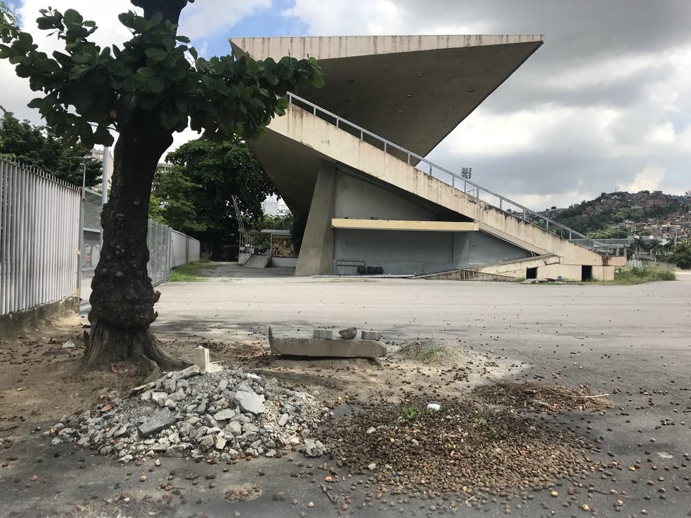 Mesmo sem a pista, arquibancada do Célio de Barros resiste ao tempo (Foto: Flávio Dilascio)