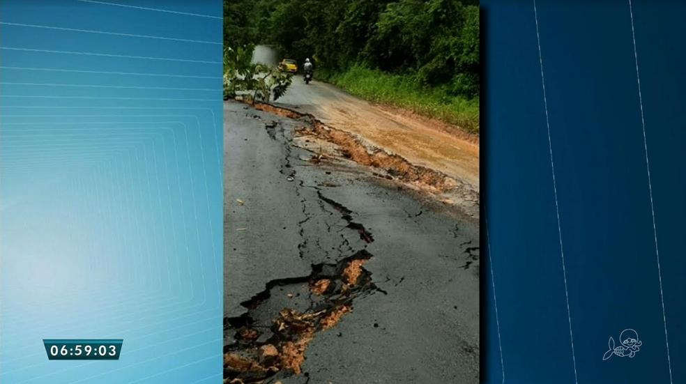 De acordo com moradores da região,  esse trecho é conhecido como Ladeira da Lapa. (Foto: Reprodução/TV Verdes Mares)