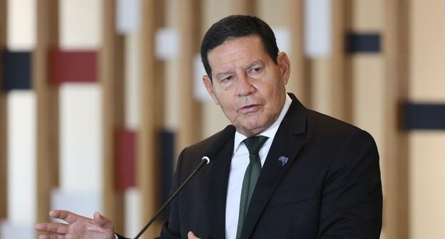 Mourão minimiza fala de Eduardo Bolsonaro sobre China e reforça parceria com o agro