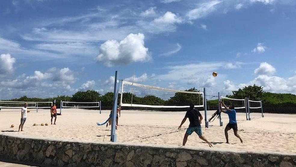 A atmosfera em Miami Beach durante o 'spring break' é semelhante à de antes da pandemia — Foto: BBC