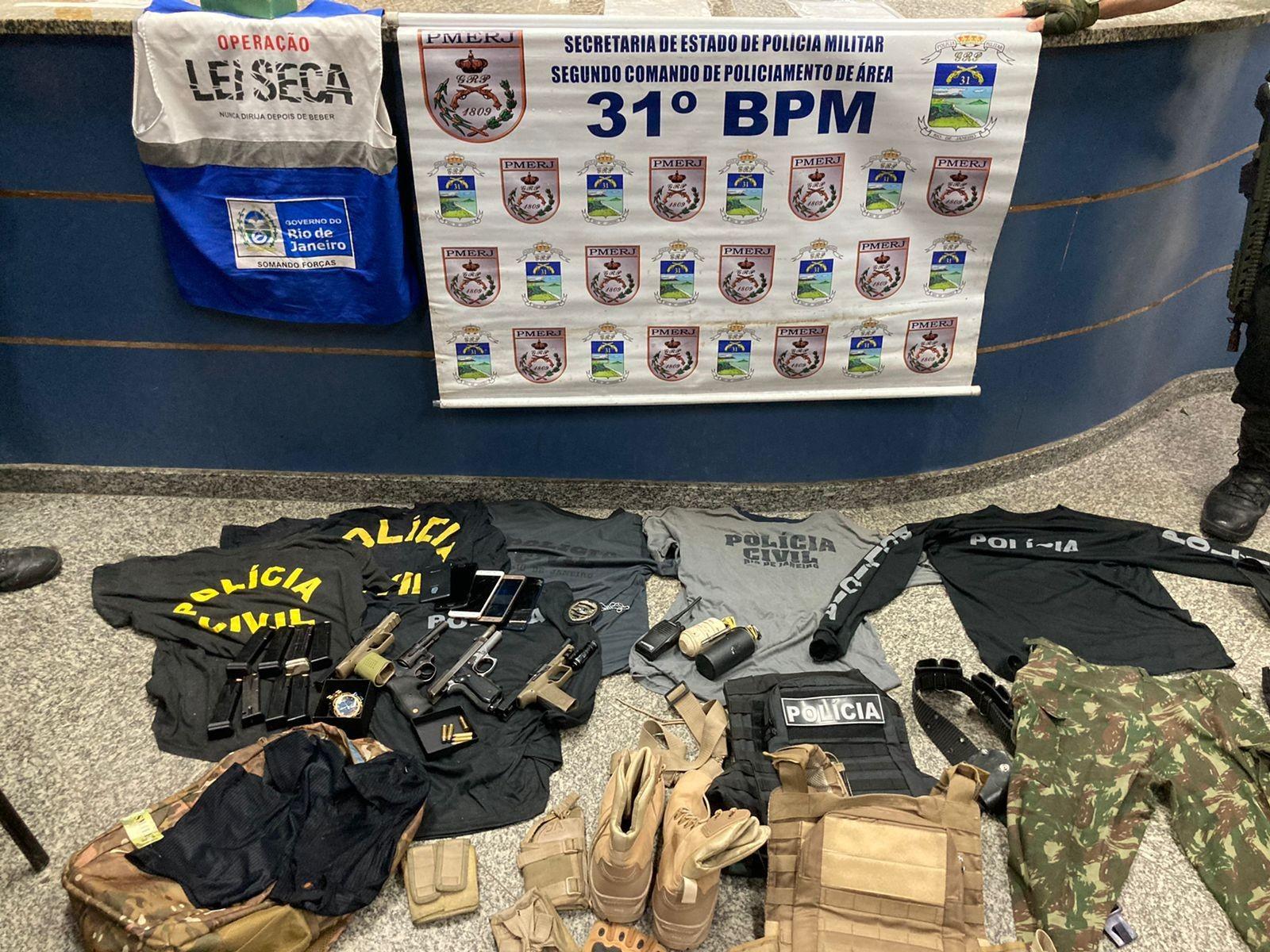 Suspeitos são presos com armas e granadas durante blitz da Operação Lei Seca na Barra da Tijuca