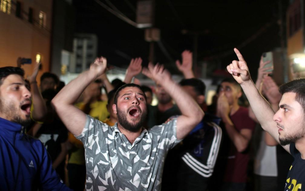 Palestinos celebram nas ruas de Gaza o início do cessar-fogo com Israel, na madrugada de sexta-feira (21) — Foto: Reuters/Mohammed Salem