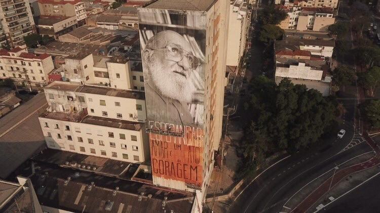 Em centenário de Paulo Freire, educador ganha homenagem em mural na Barra Funda