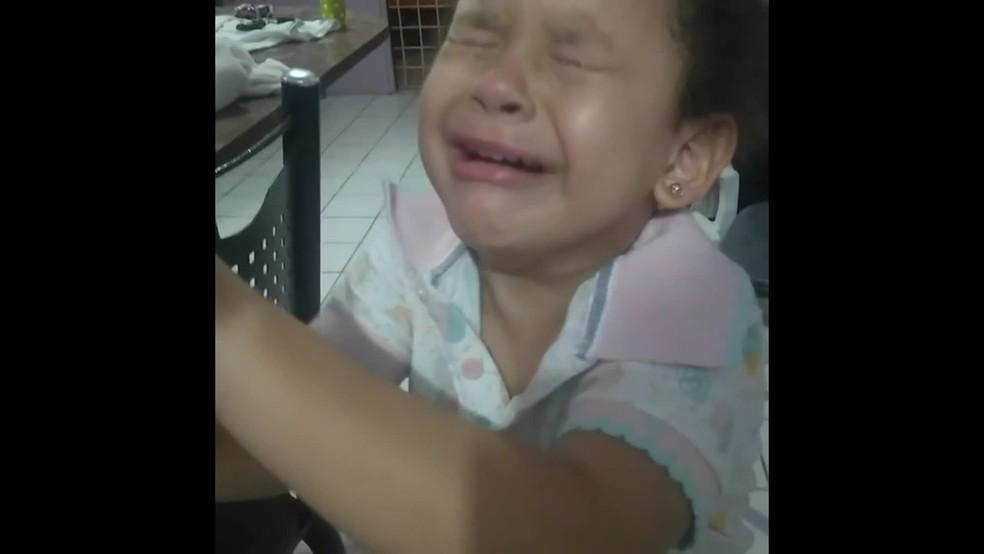 Criança de 5 anos se desesperou com desclassificação de Maria da Paz em concurso da novela 'A Dona do Pedaço' — Foto: Reprodução/Internet