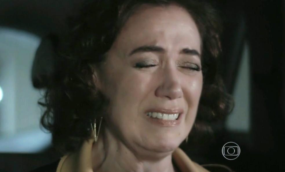 Maria Marta (Lilia Cabral) fica arrasada ao comprovar a morte de José Alfredo (Alexandre Nero) - 'Império' — Foto: Globo