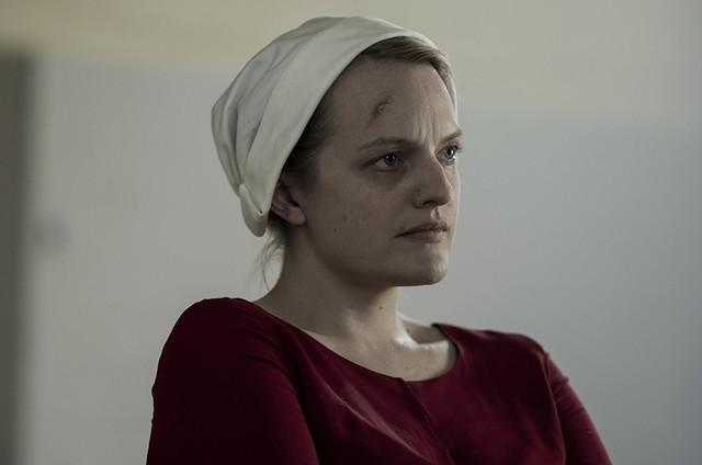 Elisabeth Moss em cena de 'The Handmaid's Tale' (Foto: Reprodução)