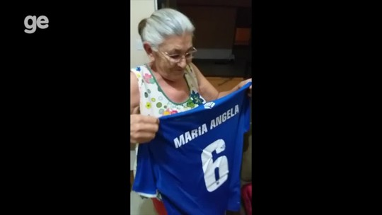 Aos 71 anos, idosa de Gurupi é apaixonada pelo Cruzeiro e sonha em conhecer o Mineirão
