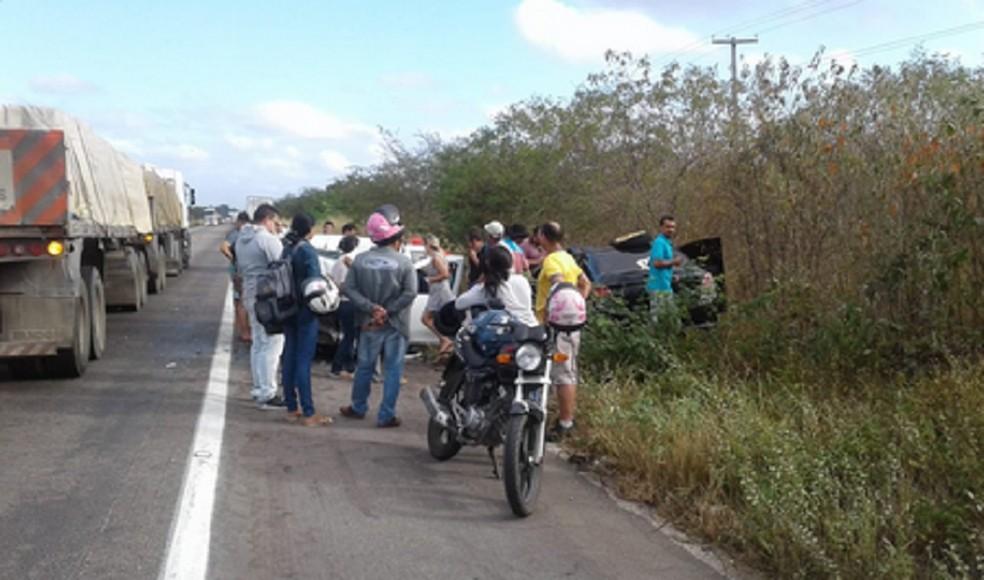 Acidente deixou duas pessoas mortas em Cascavel. Outras três estão em estado grave. (Foto: Reprodução/TV Verdes Mares)