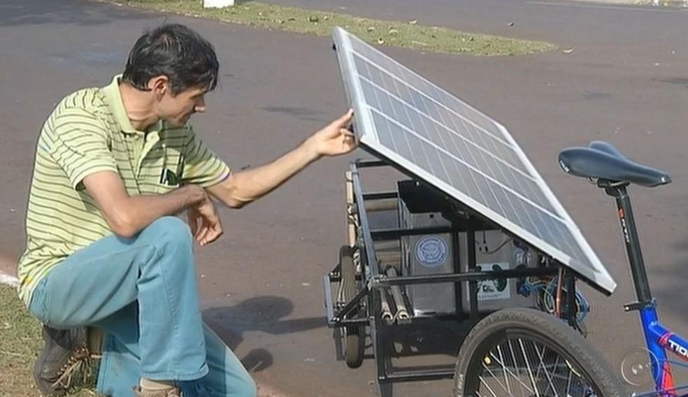 Estudante desenvolveu o protótipo e pretende patenteá-lo  (Foto: Reprodução / TV TEM )