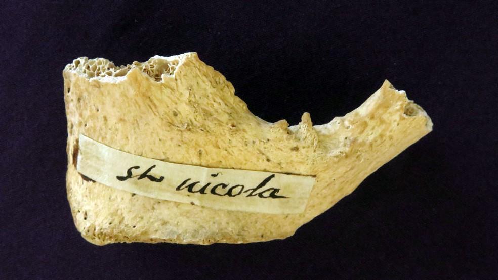 -  Teste feito em osso na Universidade de Oxford mostrou que o fragmento é da época de São Nicolau  Foto: Divulgação