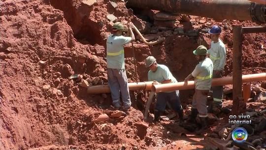 Chuva abre cratera em Paraguaçu Paulista e deixa moradores sem água