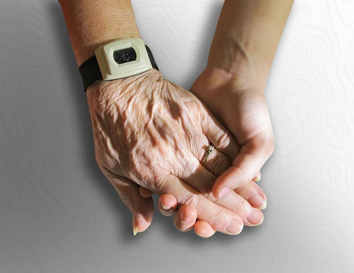 É matematicamente impossível vencer o envelhecimento, diz estudo