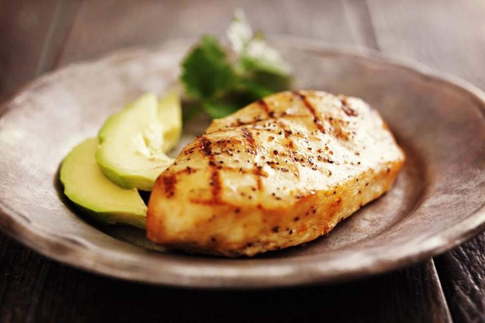 Aprenda a fazer um delicioso frango marinado com gengibre — Foto: Thinkstock/Getty Images