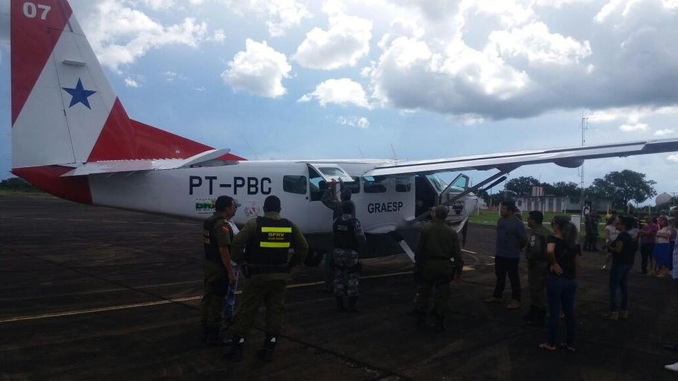 Corpo do cabo Luis Antônio Cruz Aguiar foi transportado para Belém na aeronave do GRAESP (Foto: Divulgação)