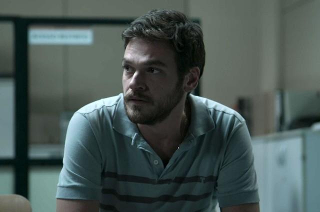 Emilio Dantas como Rubinho em cena de 'A força do querer' (Foto: Reprodução)
