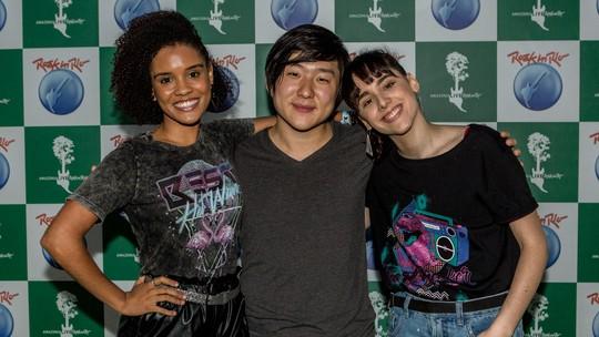 Manu Aliperti e Heslaine Vieira se surpreendem com mágica de Pyong Lee no Rock in Rio