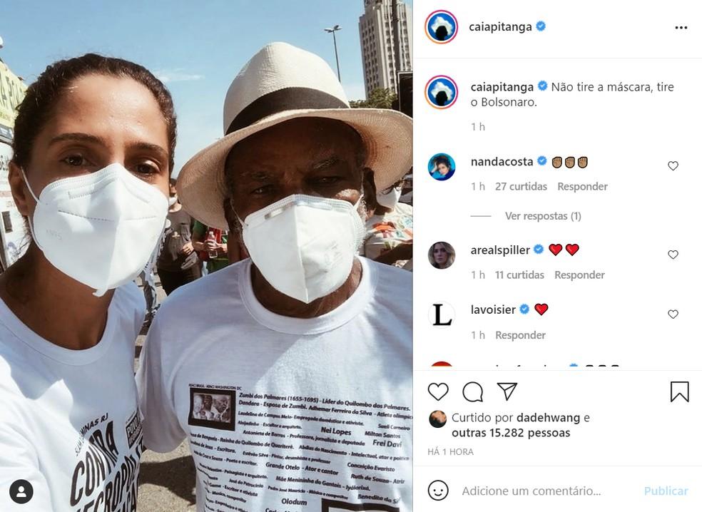 Camila Pitanga fez um post pedindo que as pessoas continuem usando máscara — Foto: Reprodução/Instagram/CaiaPitanga