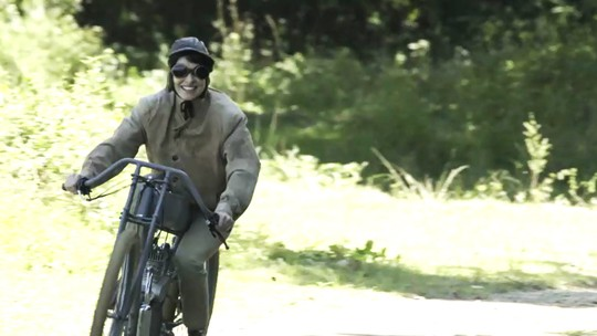 Chandelly Braz fala com o 'Vídeo Show' sobre experiência de pilotar moto em 'Orgulho e Paixão'