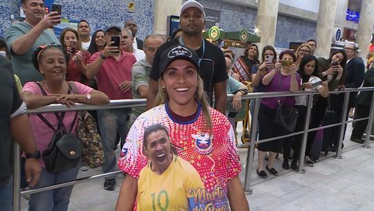 """Marta encontra escola de samba que a homenageará e chora: """"Algo que eu não esperava"""""""