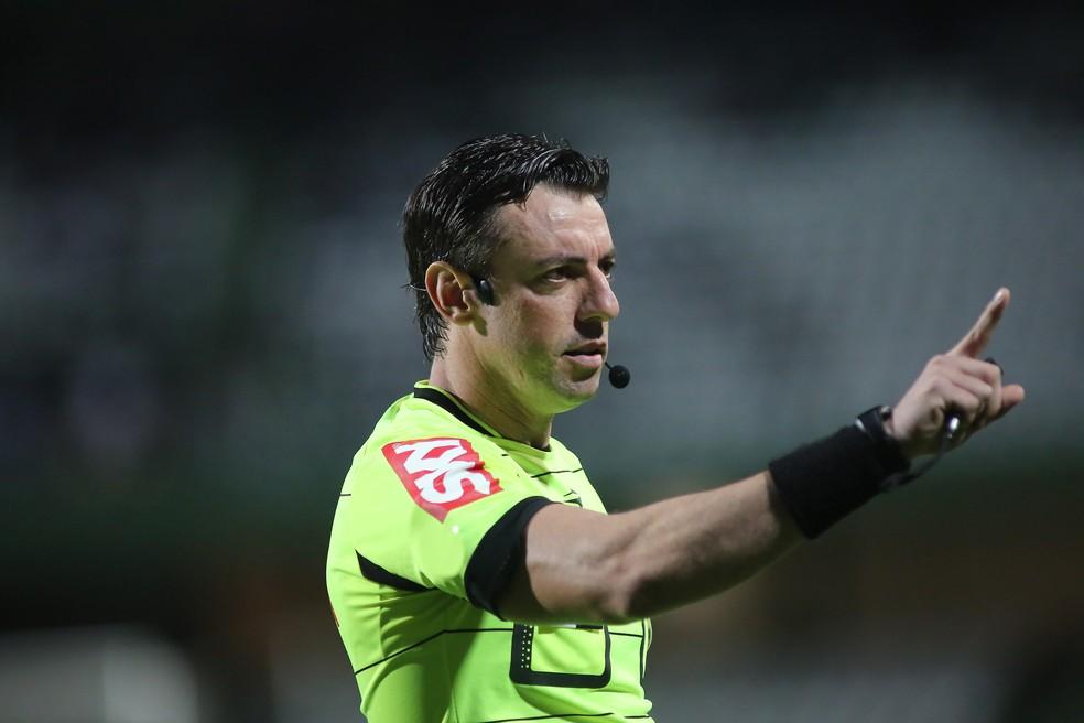 raphael claus árbitro  — Foto: Giuliano Gomes/PR Press
