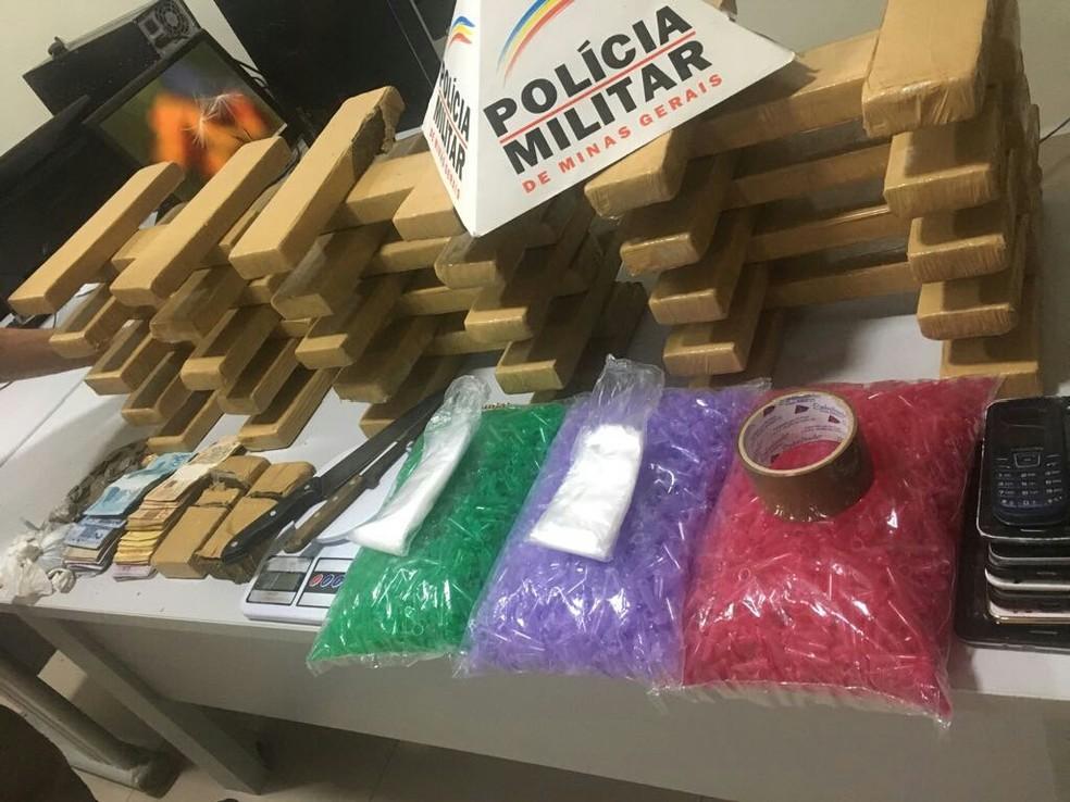 Polícia apreendeu 60 quilos de maconha (Foto: Polícia Militar/ Divulgação)